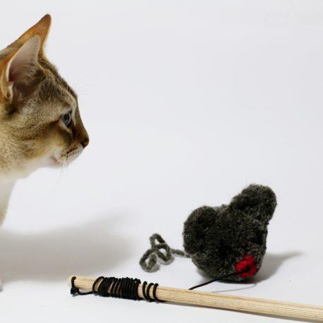 zabawki-dla-kotow-SingaLove-myszka-pompon
